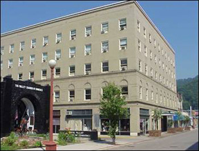 Mountaineer Hotel 31 E 2nd Ave Williamson Wv 25661 304 235 2222